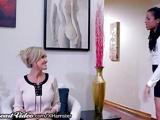 Playgirl brandi love sits on her therapists face