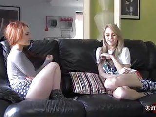 Kinky Lezdom copula le amiche lesbe cornea con gli strapon
