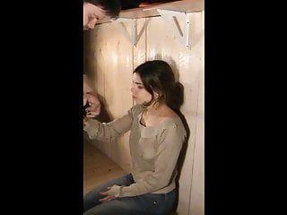 脸撞我法定年龄的少年子妓女在奴役中