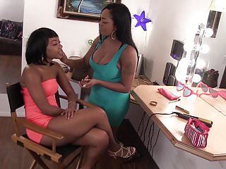 Wankz- finger pumping mania with 2 ebon lesbos